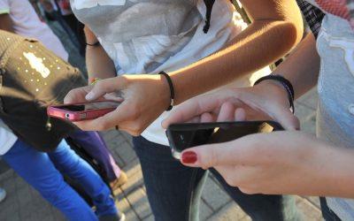 Smartphone e tablet, siano i genitori a occuparsi dei propri figli